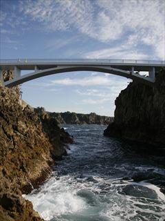 あげしま展望台への橋