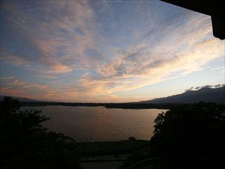 宿からの眺め(加茂湖)